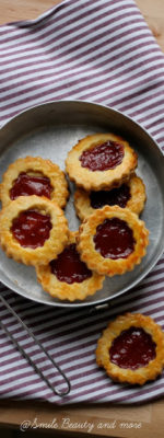 Biscotti con marmellata di melograno