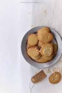 Biscotti semplici con farina d'avena e miele