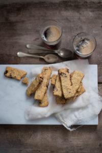 Biscotti con farina di kamut quinoa e frutti rossi