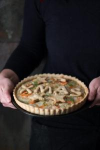 Torta rustica al salmone porri e topinambur