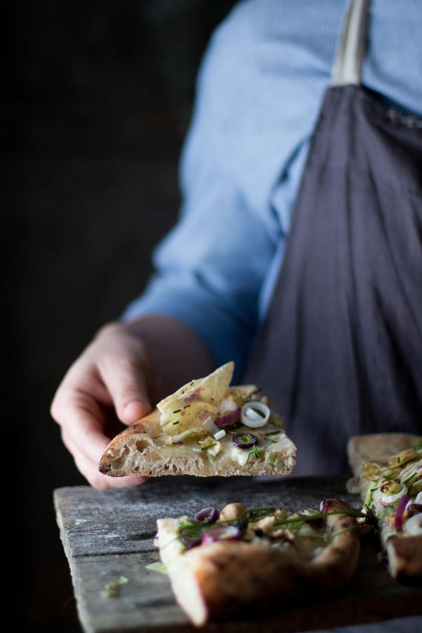 Pizza con cipollotti e radicchio variegato igp