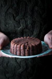 Torta di pane al cioccolato e nocciole