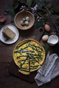 Torta rustica con asparagi e toma stravecchia